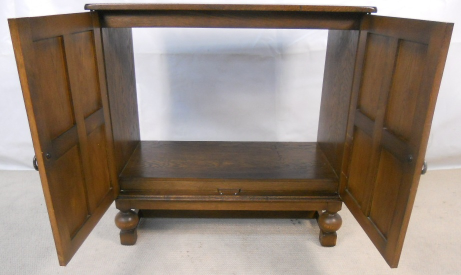 competitive price 5ae96 aacbe Antique Style Reproduction TV Cabinet Cupboard - SOLD